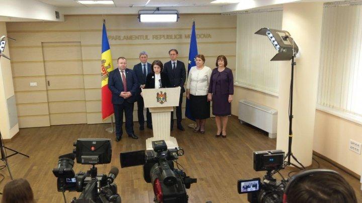 Monica Babuc neagă că ar fi negociat cu socialiştii funcţia de ministru al Educaţiei