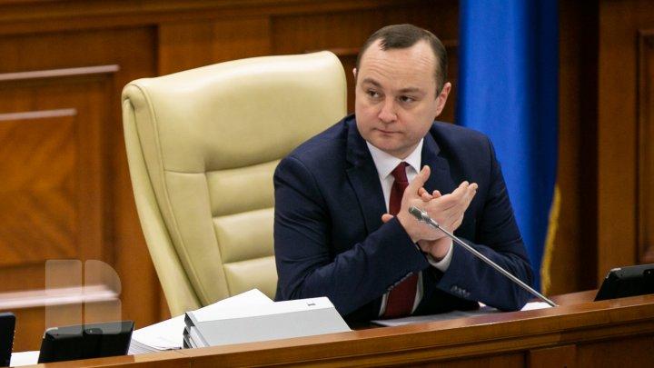 Vlad Batrîncea, nemulţumit că Parlamentul a luat pauză, fără a fi aleasă conducerea: RUŞINE