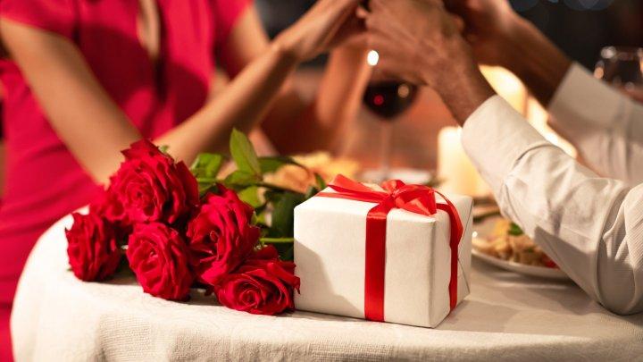 Iubirea va pluti în aer! Idei de cadouri pentru SFÂNTUL VALENTIN. Vezi cum îţi poţi alinta jumătatea