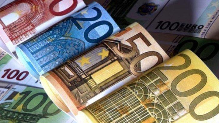 În 2019 moldovenii au trimis acasă mai puţin bani