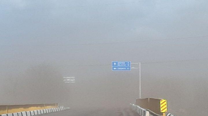 Drumurile din Anenii Noi, învăluite în NORI DE PRAF (FOTO)