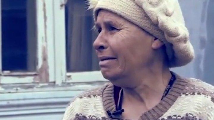 O femeie din Soroca riscă să rămână fără casă. De ce propria fiică îşi alungă mama (VIDEO)