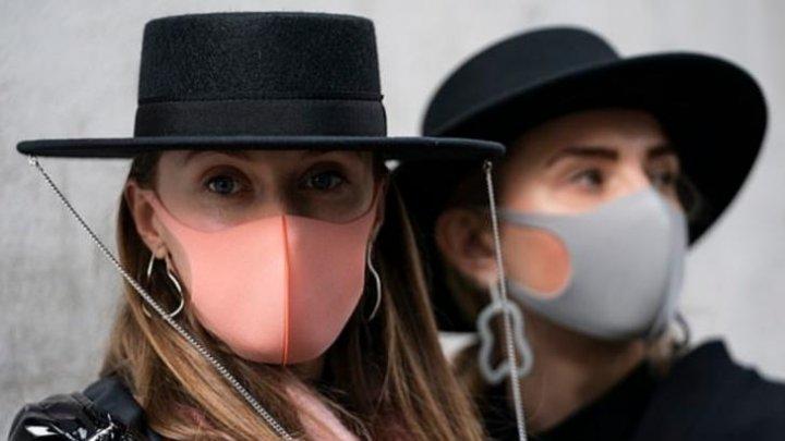 """Noul accesoriu """"must-have"""". Măştile chirurgicale, ultimul trend la Săptămâna modei de la Londra"""