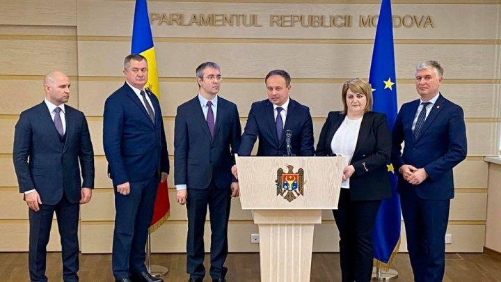 Un grup de deputaţi ai PDM a decis să părăsească fracţiunea democraţilor