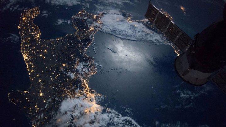 Doi cosmonauţi ruşi şi un astronaut american părăsesc Terra îndreptându-se spre ISS în plină pandemie