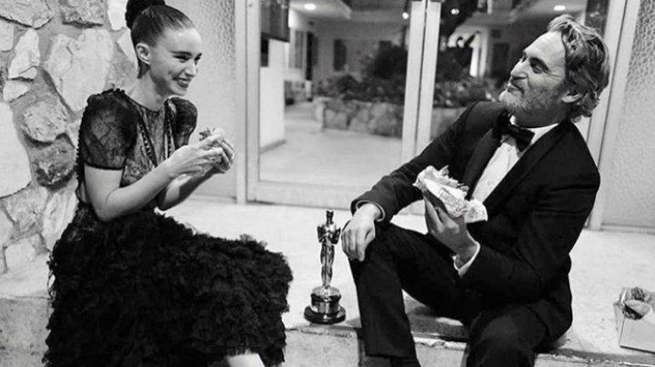 Joaquin Pheonix a sărbătorit primul Premiu Oscar cu un burger vegan