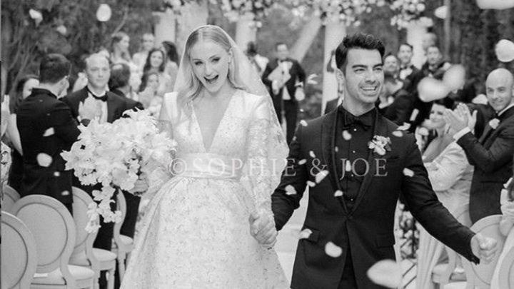 Actriţa britanică Sophie Turner şi cântăreţul american Joe Jonas aşteaptă primul lor copil