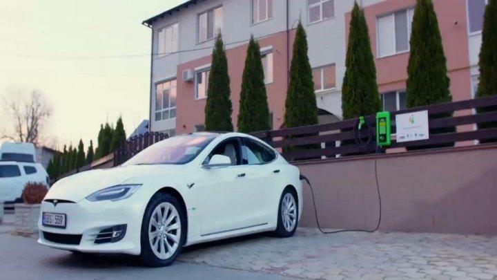 Prima staţie de alimentare a automobilelor electrice alimentată de la panouri fotovoltaice, inaugurată în Capitală