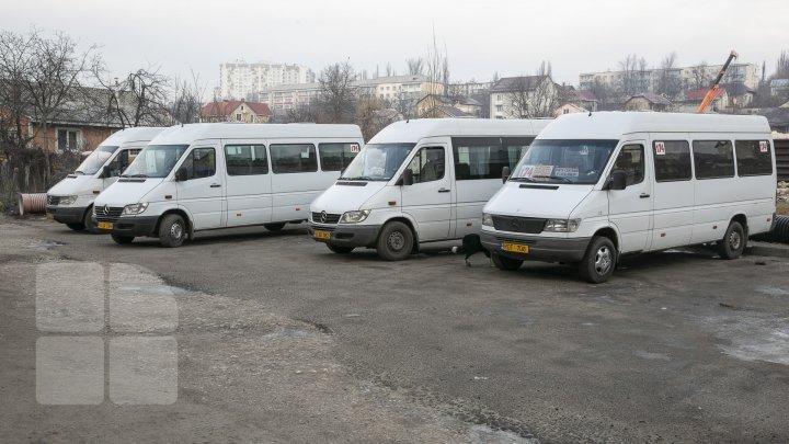 Şoferii de microbuze din Capitală ies la PROTEST. Luni, maxi-taxiurile NU VOR CIRCULA