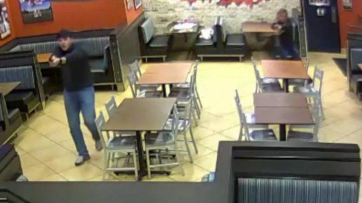 Hoţ ghinionist. A vrut să jefuiască un fast-food unde singurii clienți erau doi polițiști, soț și soție. Ce a urmat (VIDEO)