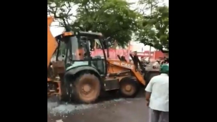 Un senator din Brazilia, împușcat după ce a intrat cu un buldozer în polițiștii care protestau (VIDEO)