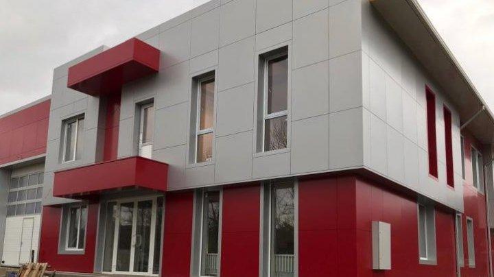 Condiţii de muncă moderne. O nouă Unitate de Salvatori şi Pompieri va fi dată în explotare în orașul Hîncești (FOTO)