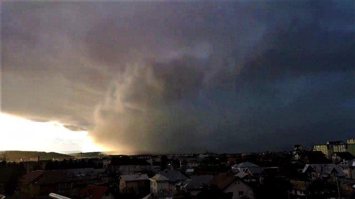 VIJELIE în apropiere de Moldova: Furtuna Ciara, care a adus GRINDINĂ şi NINSOARE, a ÎNGROZIT locuitorii din România (IMAGINI APOCALIPTICE)