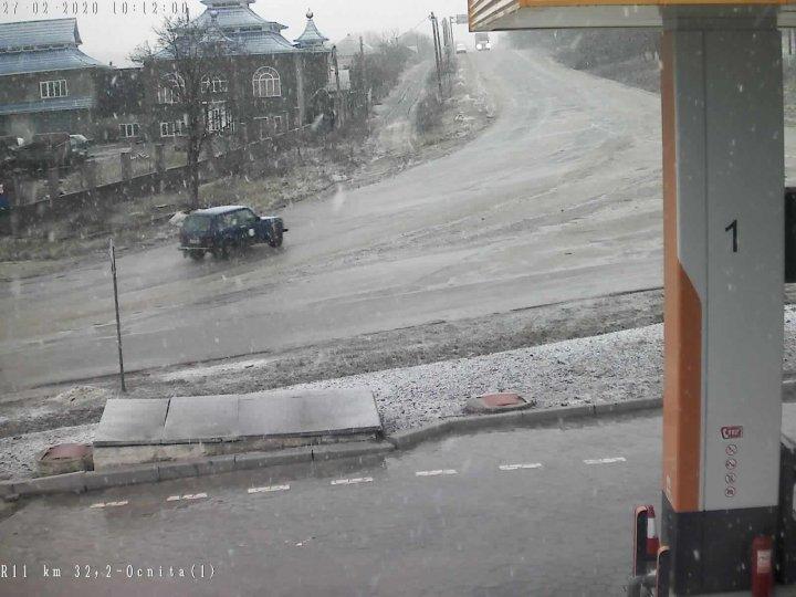 Imagini surprinzătoare! În câteva localităţi din nordul ţării NINGE ca în toiul iernii (FOTO/VIDEO)