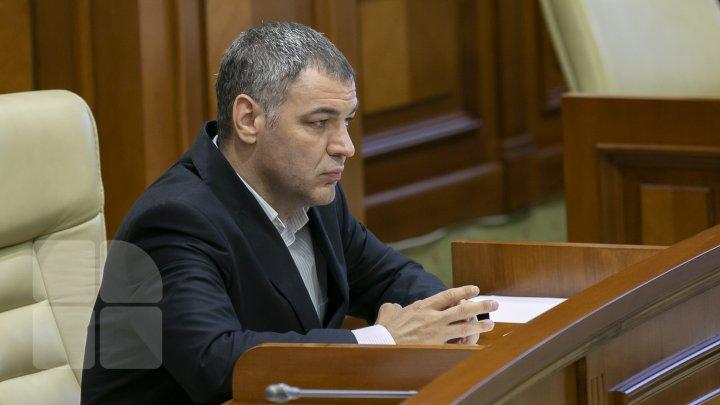Octavian Ţîcu a semnat moţiunea de cenzură pentru demiterea Guvernului Chicu