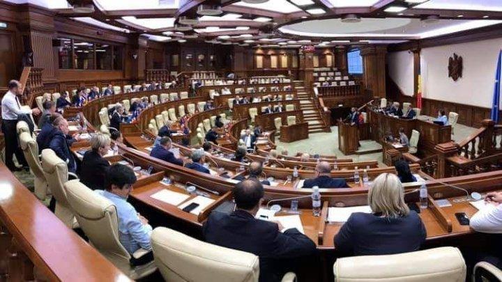 Prima şedinţă a Parlamentului din sesiunea de primăvară. Ce au decis deputaţii