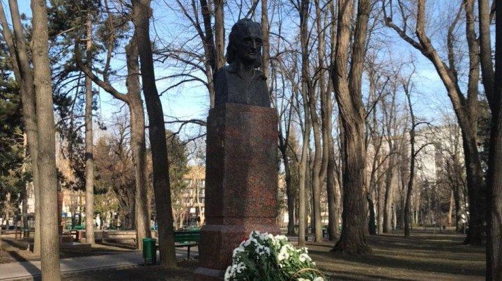 Omagiu lui Grigore Vieru. Regretatul poet ar fi împlinit astăzi 85 de ani (FOTOREPORT)