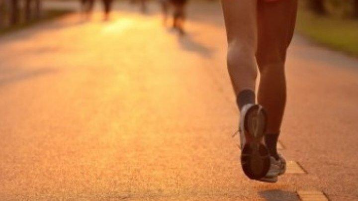 STUDIU: Exerciţiile fizice viguroase, sigure pentru persoanele cu risc de a dezvolta artrita genunchiului