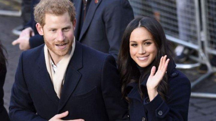 Prinţul Harry şi soţia sa, Meghan, se retrag oficial din rolurile familiei regale