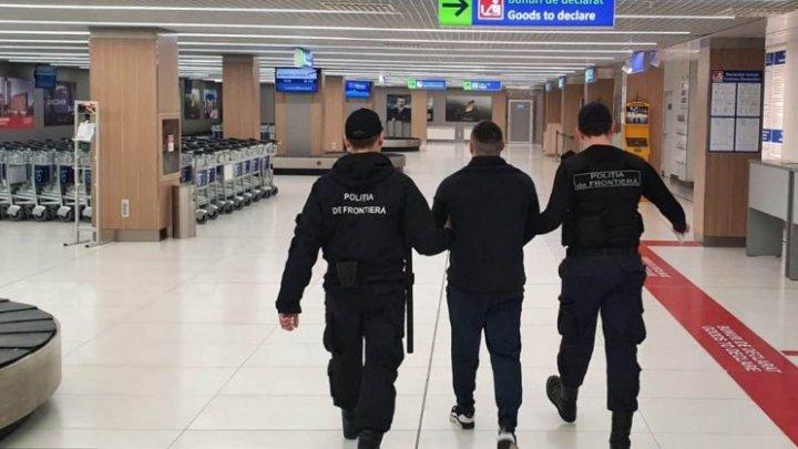 Român care racola moldovence şi le impunea să presteze servicii sexuale peste hotare, reţinut şi extrădat în Republica Moldova