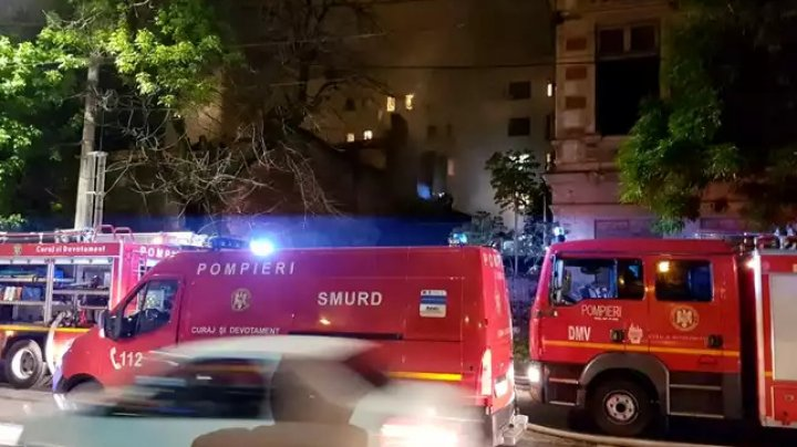 Incendiu puternic într-un bloc din judeţul Mureş, România: 13 persoane, printre care patru copii au ajuns la spital