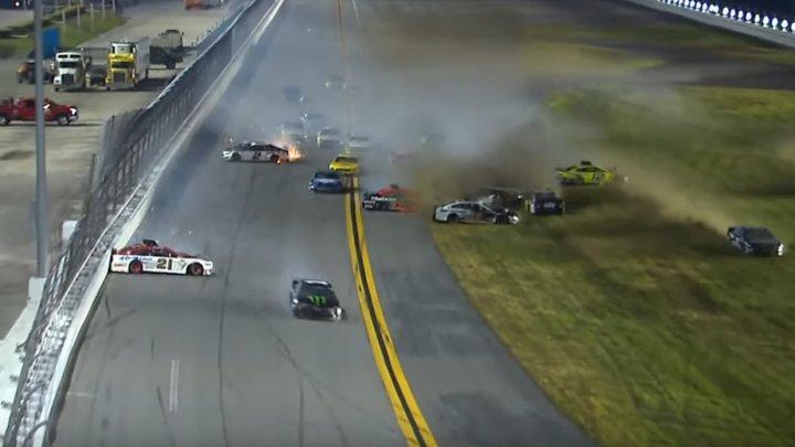 """De pe traseu la spital. Ryan Newman a suferit un accident în cursa """"Daytona 500"""""""