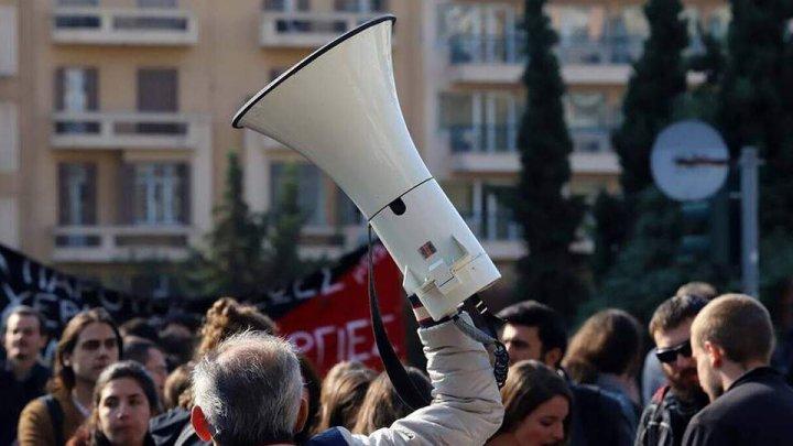 Mii de greci au protestat împotriva unui proiect de reformă a sistemului de pensii