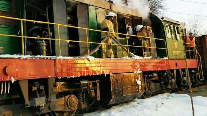 O locomotivă a luat FOC în apropiere de Rîbniţa. Pompierii au intervenit de urgenţă