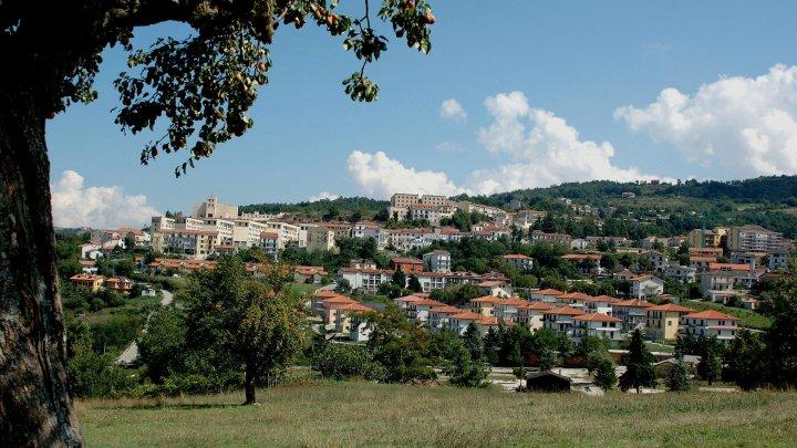 Un oraș din Italia se oferă să plătească chiria celor care se mută acolo