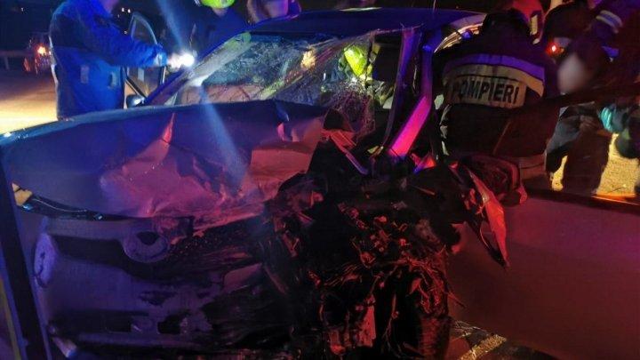 GROAZNIC: Doi poliţişti, morţi în două accidente pe drumurile din ţară. Un automobil a luat foc, iar o tânără a fost aruncată prin parbriz