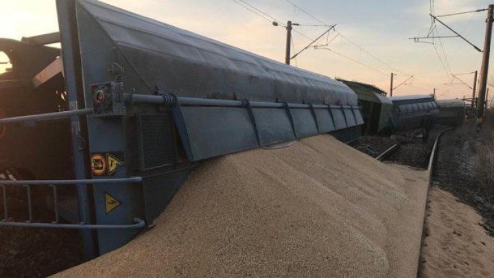 Tren de marfă deraiat. Călătorii care circulă cu trenurile pe ruta Craiova-Bucureşti, transbordaţi cu autocarele