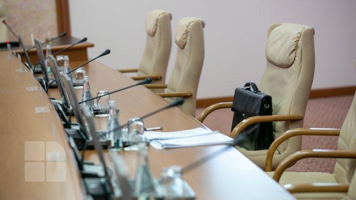 Numiri la Guvern. Oleg Țulea a fost rechemat din funcția de ambasador în Ungaria, iar Anatol Usatîi a acceptat funcția de secretar de stat la ministerul pe care l-a condus