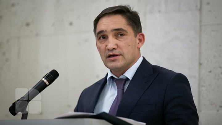 Stoianoglo, luat la întrebări în Parlament. Grosu: Am mai asistat la un exerciţiu de ridicare a imunităţii pentru alţi parlamentari şi tot am investit nişte speranţe
