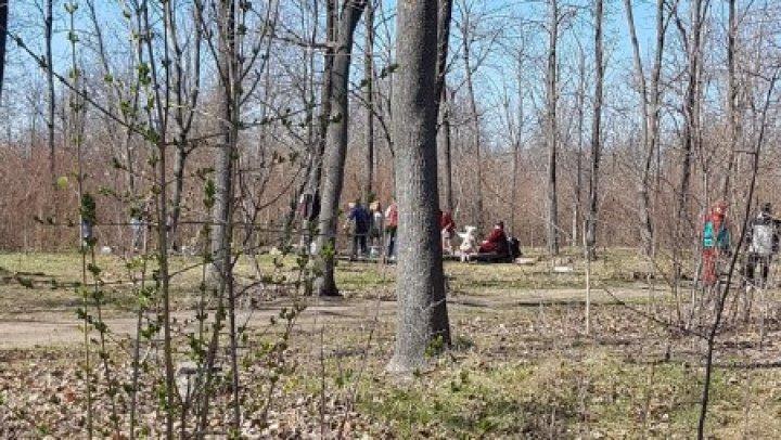 Inconștiență totală. Zeci de bătrâni și tineri, surprinși lângă oficiile poștale (FOTO)