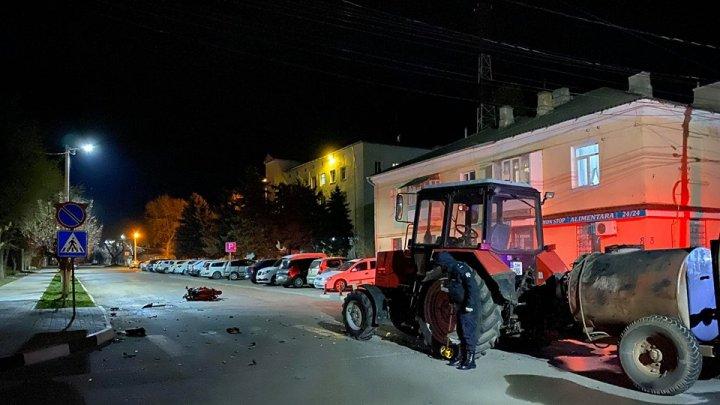 Accident la Cahul. Un bărbat a decedat după ce motocicleta pe care o conducea s-a tamponat violent cu un tractor (FOTO)
