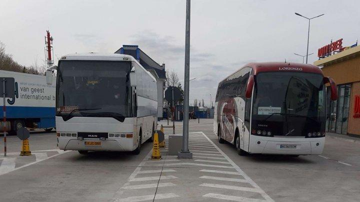 23 de cetățeni ai Ucrainei, care au intrat în Republica Moldova înainte de a fi impusă starea de urgență, REPATRIAȚI (FOTO)