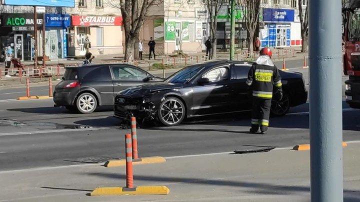 Accident grav în sectorul Botanica din Capitală. O mașină A LUAT FOC (FOTO)