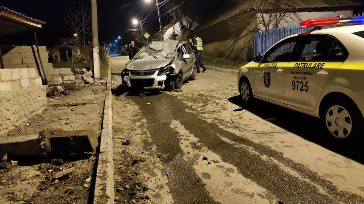 Accident grav la Grătieşti. Şoferul beat a fugit de poliţişti (FOTO)