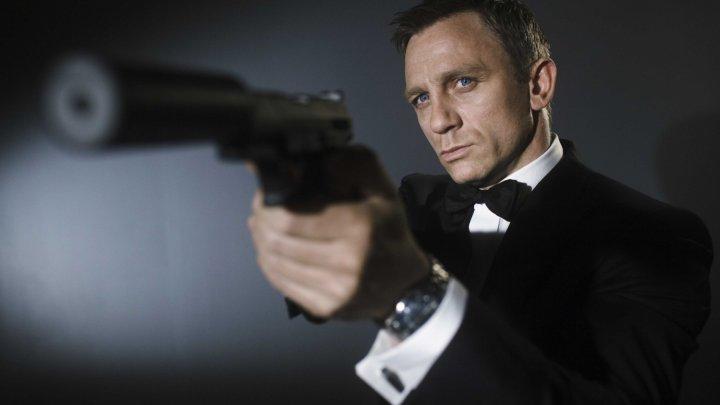 """Cinci arme de recuzită din filmele """"James Bond"""", furate dintr-o reşedinţă din Londra"""