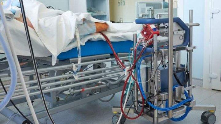 O asistentă medicală din Marea Britanie s-a sinucis după ce opt persoane au murit de coronavirus