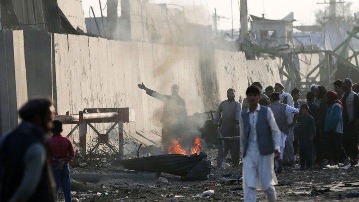 Afganistan: Cel puţin 20 de militari şi poliţişti ucişi în atacuri talibane
