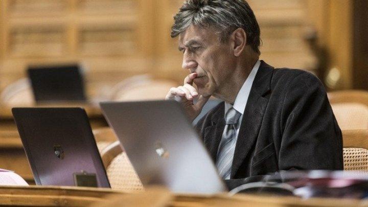 O şedinţă de consiliu care avea loc online, întreruptă de filme pentru adulţi