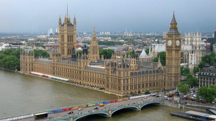 Alegerile locale din Marea Britanie au fost amânate pentru un an