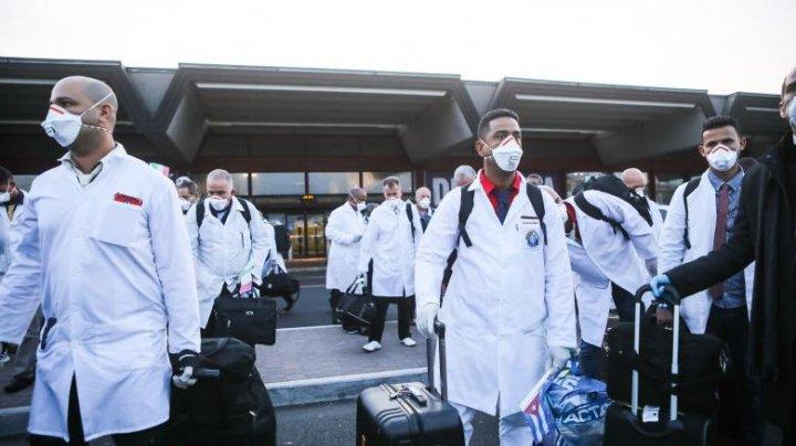 O echipă de medici cubanezi, cu experiență în lupta împotrva Ebola, a ajuns în cea mai afectată regiune de COVID-19 din Italia