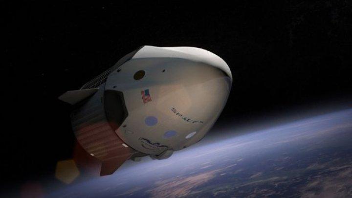 SpaceX plănuieşte o misiune cu echipaj uman în luna mai
