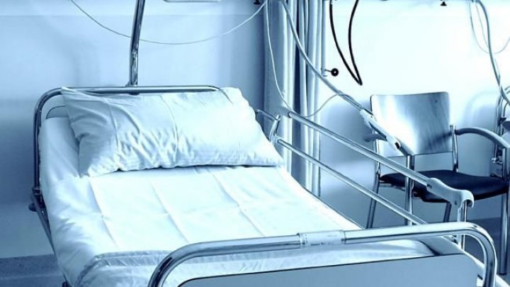 Prima pacientă care s-a tratat de COVID-19 a fost externată. A fost petrecută acasă de medici cu ropote de aplauze