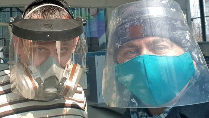 Gest de solidaritate pe timp de pandemie. Un grup de studenți de la UTM și USMF produc viziere pentru medicii din ţară