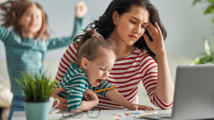 Cum să lucrezi de acasă fără să o iei razna. Sfaturi care s-ar putea dovedi utile