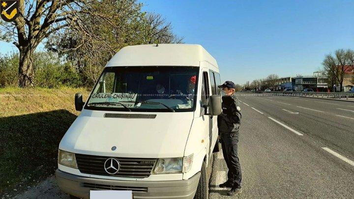 Microbuzele și autocarele care intră în Chișinău, verificate de polițiști și carabinieri (FOTO)