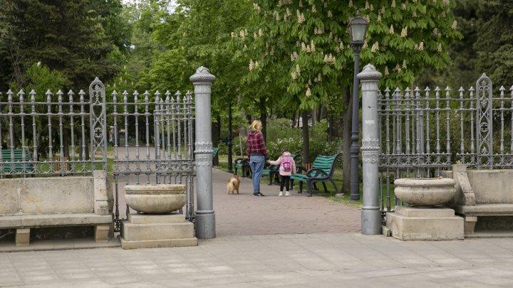 De astăzi mai puține restricții, este permis accesul în parcuri și locuri publice (FOTOREPORT)